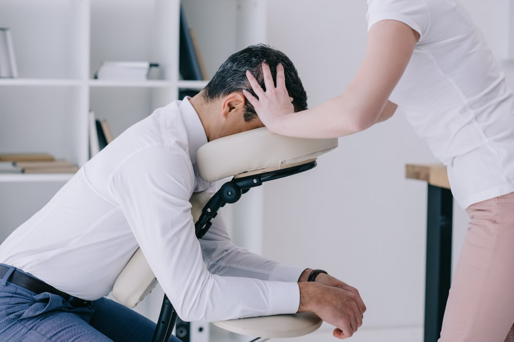 Massage sur chaise en entreprise